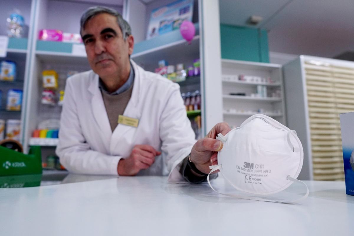 El Consell y las farmacias acuerdan repartir mascarillas gratis a jubilados y colectivos de riesgo