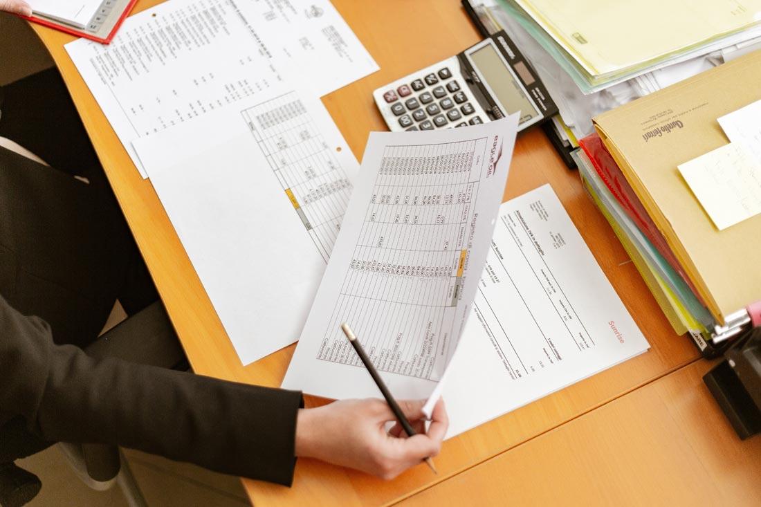 ¿Es necesario personal administrativo en la farmacia?